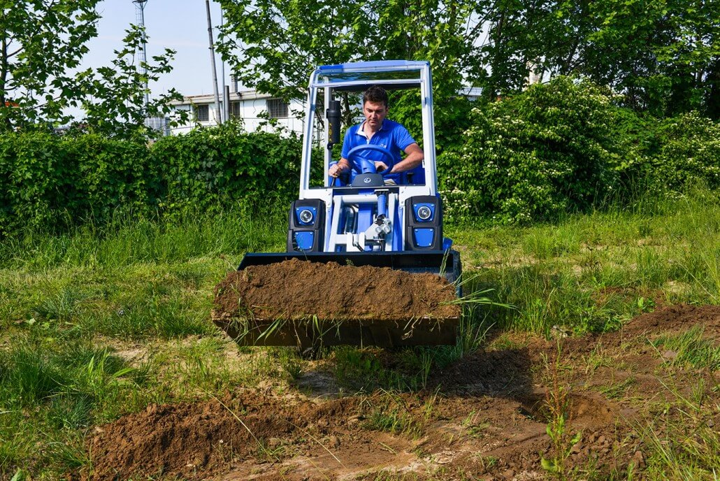 MultiOne mini loader 2 series with bucket2